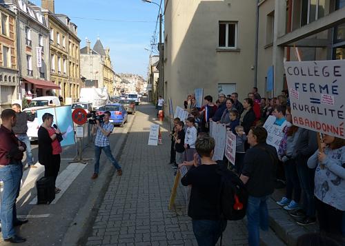 Manifestation collège Le Chesne 04.2015 024.jpg