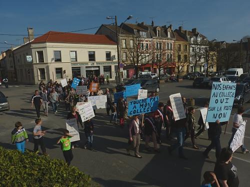 Manifestation collège Le Chesne 04.2015 042.jpg
