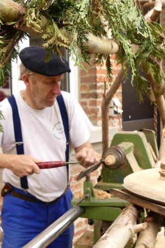 le tourneur sur bois du village P1010552.jpg