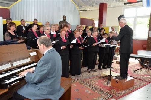Eratomanes 2014 la chorale Saint Léger de Sedan sous la direction de Pierre Rigoulot.JPG
